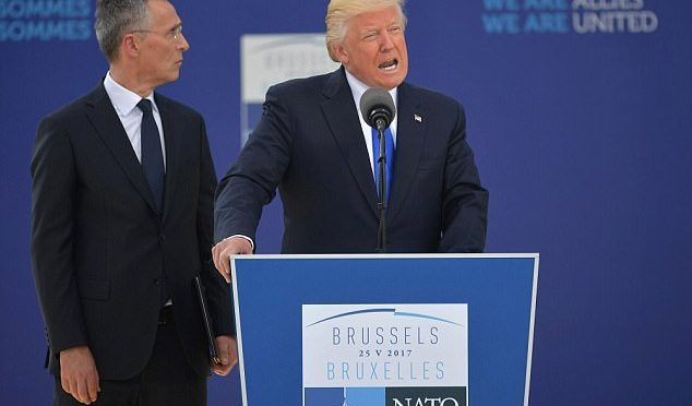 """Trump alla Nato: """"Dobbiamo bloccare flusso clandestini o terrorismo islamico non finirà mai"""" – VIDEO"""