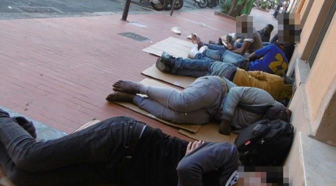 """Ventimiglia invasa da clandestini, cittadini: """"Rischio catastrofe sanitaria"""""""