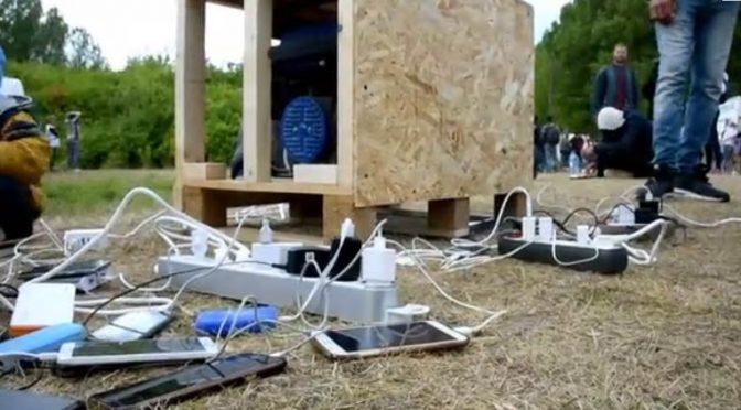 Ricariche mobili per i clandestini – VIDEO
