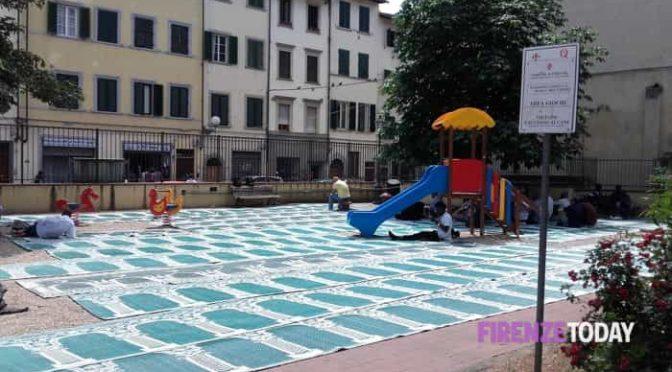 Firenze: PD trasforma parco giochi in moschea all'aperto – FOTO