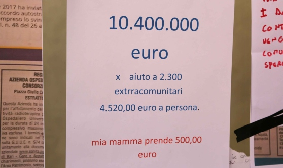 """Soldi ai profughi e a mia madre malata 4 euro"""""""