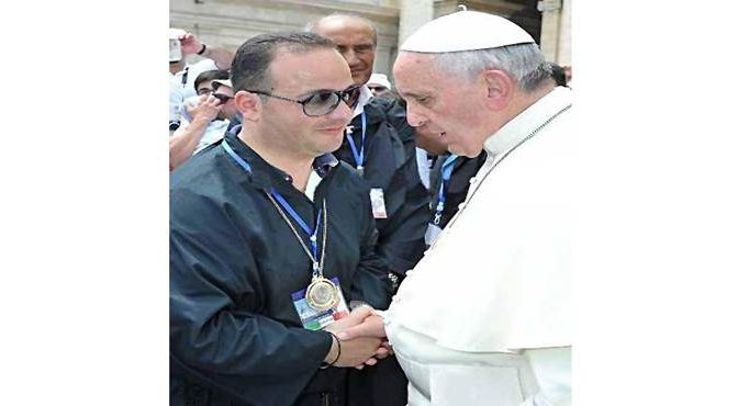 Bergoglio scatenato: istituti religiosi diventano centri profughi, business si allarga