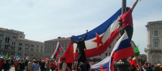 Primo Maggio, Sindacati festeggiano occupazione slava di Trieste: stelle rosse ovunque – FOTO