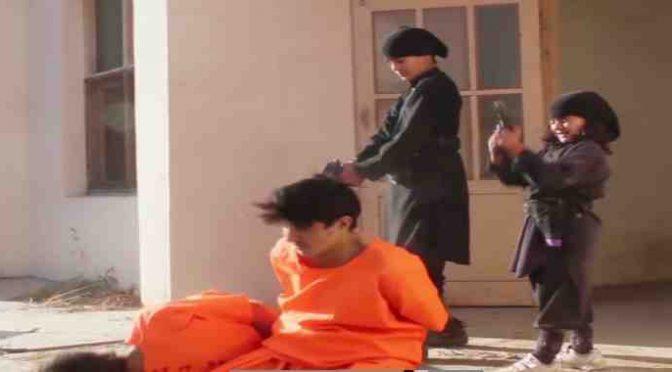 IUS SOLI, BAMBINI ISLAMICI GIUSTIZIANO PRIGIONIERI – VIDEO CHOC