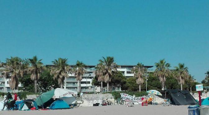Montesilvano, la spiagga diventa una tendopoli di Senegalesi