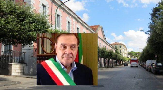 """Mastella ha l'acquolina in bocca: """"Arriveranno mille migranti nell'ex Scuola Carabinieri"""""""