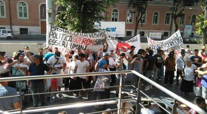 """Nomadi marciano su Roma, occupato assessorato: """"Vogliamo campeggio"""" – VIDEO"""