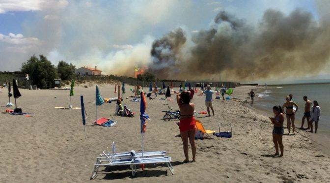 Capalbio, brucia 'spiaggia comunista'