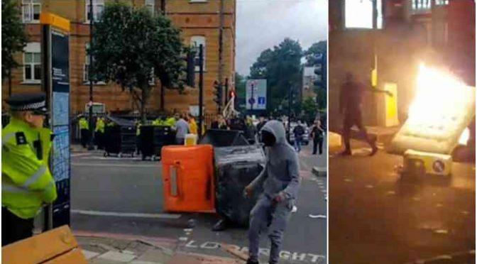 GUERRIGLIA ETNICA A LONDRA, AFRO-ISLAMICI ATTACCANO POLIZIA – VIDEO