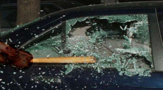 Bergamo: Immigrata vandalizza 13 auto, migliaia gli euro di danni