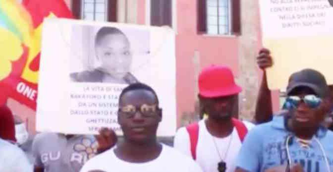 """Pisa, profughi protestano in prefettura: """"Stiamo soffrendo"""" – VIDEO"""