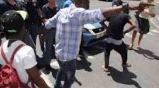 Ecco i profughi denutriti che protestano a Prato – VIDEO