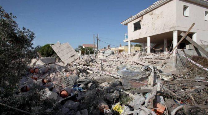 Barcellona, furgoni dovevano essere imbottiti di esplosivo che ha distrutto casa – FOTO