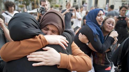 """Barcellona, parlano genitori terroristi: """"Erano bravi ragazzi"""""""