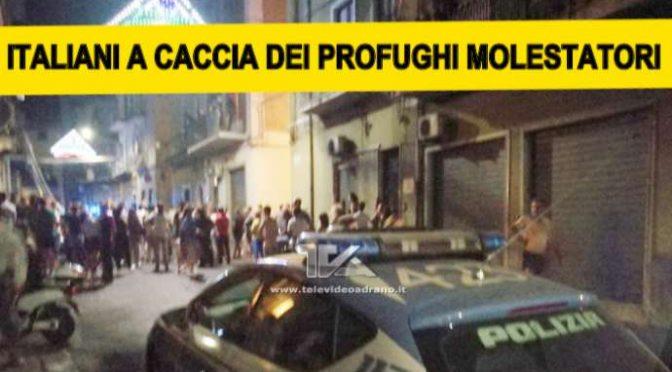PROFUGHI MOLESTANO RAGAZZINE, ITALIANI ASSALTANO CENTRO ACCOGLIENZA: SPEZZANO BRACCIO A IMMIGRATO