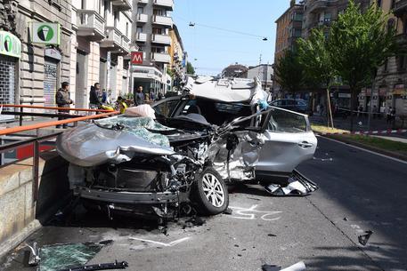Immigrato ubriaco tampona e uccide mentre guida e telefona
