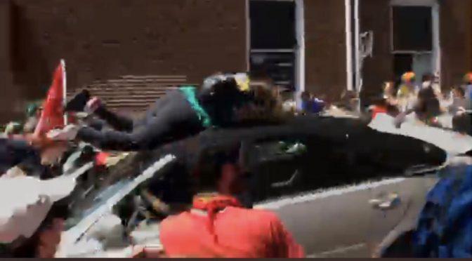 Charlottesville, auto sulla folla alla marcia nazionalista: incidente – VIDEO