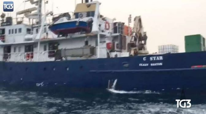 Defend Europe caccia nave Ong da acque libiche – VIDEO