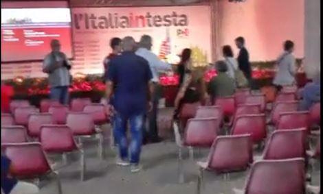 Ministro parla di ripresa economica alle sedie vuote – VIDEO