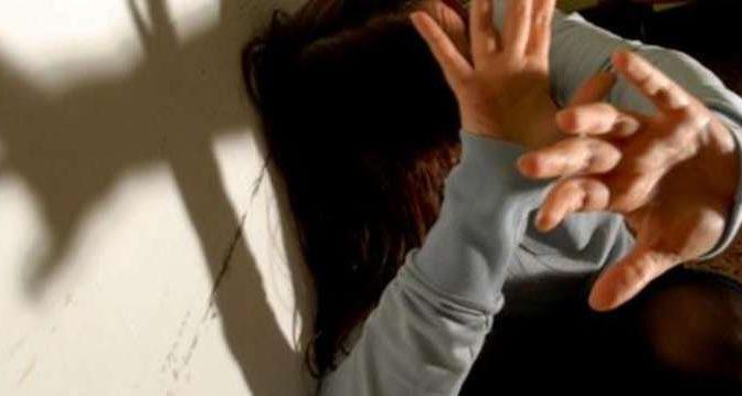 Ragazzina violentata da branco di clandestini fuori controllo