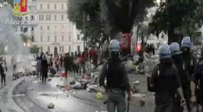 """Audio choc dei poliziotti assediati da immigrati: """"Sono 100 contro 10, questi ci stendono"""""""