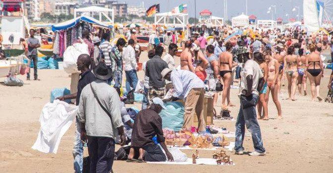 Rimini, ne hanno violentata un'altra sulla spiaggia: preso Nordafricano