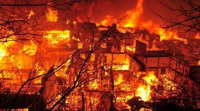 Tibet: in fiamme antico villaggio