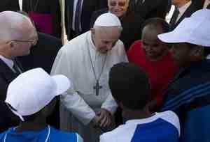 """Vaticano: """"Ogni piccolo Comune deve avere centro profughi"""""""