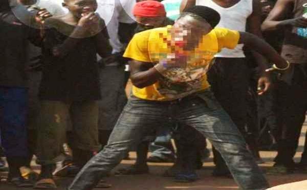 Centrafrica: folla macella e mangia un uomo – FOTO ALLUCINANTI