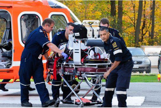 Governo costringe anziana malata a ritirare pensione in ambulanza