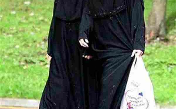 Si converte all'Islam e si accorge che le donne non sono 'gradite'