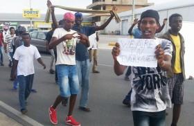 'Profughi' in hotel protestano: 'Troppa pasta e non c'è tv satellitare'