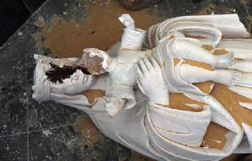 Statua della Madonna decapitata: sempre più 'incidenti' simili nel mondo