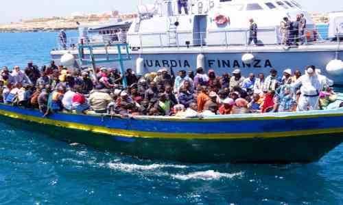 Arrivano rinforzi per terroristi islamici: sbarcano 476