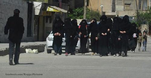 Reportage dall'ex città cristiana di Raqqa sotto occupazione islamica – FOTO