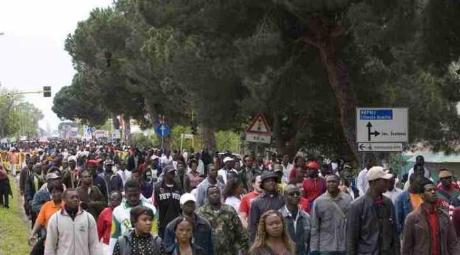 Governo si prepara ad accogliere i '600mila' ladri, stupratori e spacciatori: caccia a nuovi centri cittadini