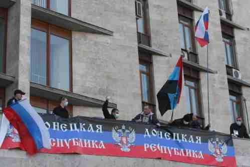 Ucraina: manifestanti russi prendono palazzo governo, scontri duri con polizia