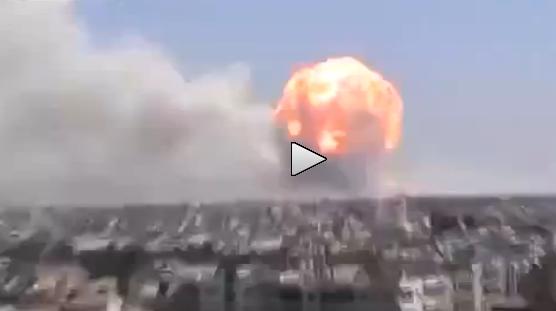 Siria: enorme 'fungo' esplosivo poco fa ad Homs – VIDEO