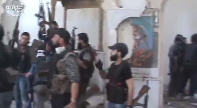 Uomini mascherati assaltano chiesa in Egitto