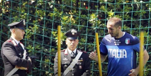 Agenti tolti da presidio zone sensibili per 'proteggere' Balotelli da insulti…