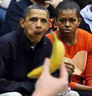 """Comunisti 'rassisti': """"Obama è una scimmia'"""