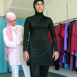 Centri Sociali impediscono accesso disabili a piscina 'islamica'