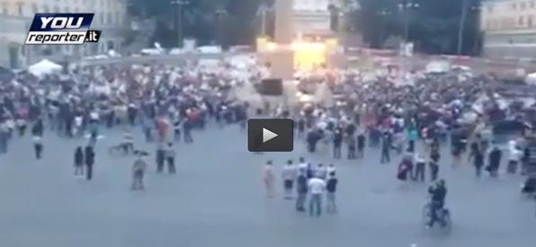 Renzi parla, gente in fuga – VIDEO