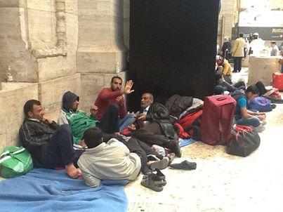 Milano: Pisapia si prende altri 300 clandestini, governo vuole posto riservato alla stazione