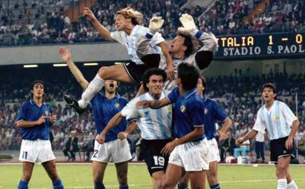 Il calcio torna al 1990: sarà Argentina-Germania, è incubo brasiliano