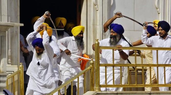 Consigliere Sikh del M5s augura morte Berlusconi