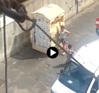 Roma: famigliola Rom impegnata in 'raid' – VIDEO