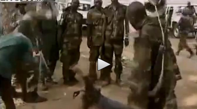 Brutale esecuzione in stile africano – VIDEO CHOC