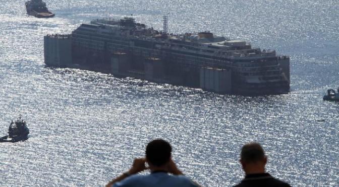 La Concordia saluta il Giglio: relitto è in navigazione – DIRETTA