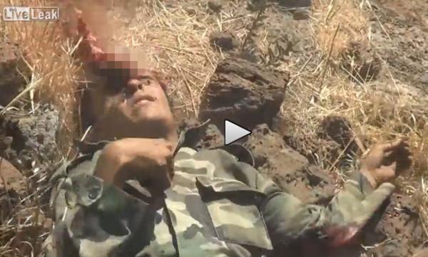 Siria: islamici 'giustiziano' soldato ferito – VIDEO SHOCK